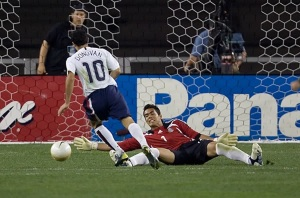 Juergen Klinsmann should welcome Donovan back to the U.S. national team. (100tuckman - photobucket)