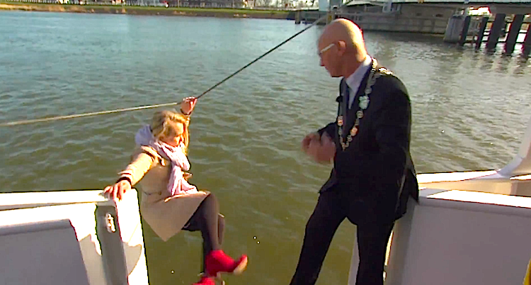 Dutch reporter falls into water during interview